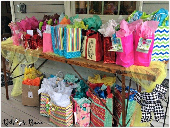 wonderland-theme-my-favorite-things-gift-table