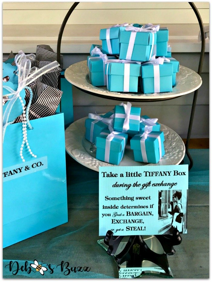 Tiffany-Blue-wrapped-boxes