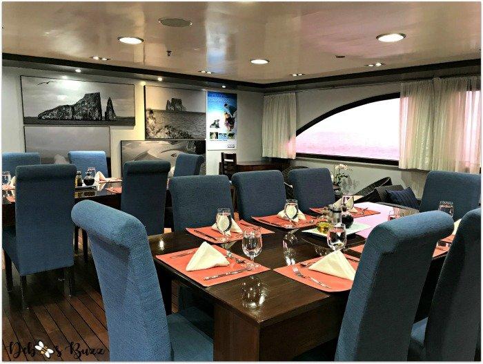 galapagos-cruise-Ocean-Spray-dining-area