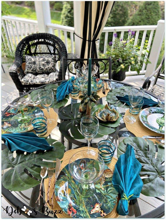 summer-palms-jungle-table-setting