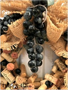 wine-cork-wreath-central-grape-cluster