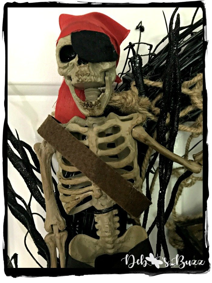 Halloween-pirate-wreath-skeleton-scream