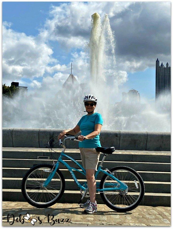 blue-bike-Pittsburgh-Point-fountain