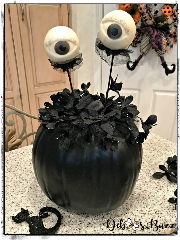 diy-spooky-eye-black-halloween-pumpkin