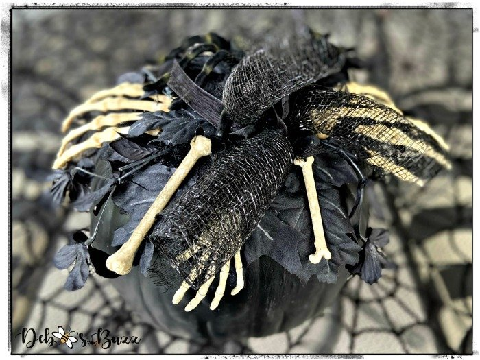 skeleton-bone-garland-decorated-black-pumpkin