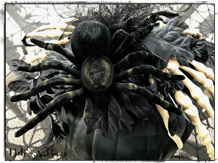elegant-Halloween-decorated-black-pumpkin-spider