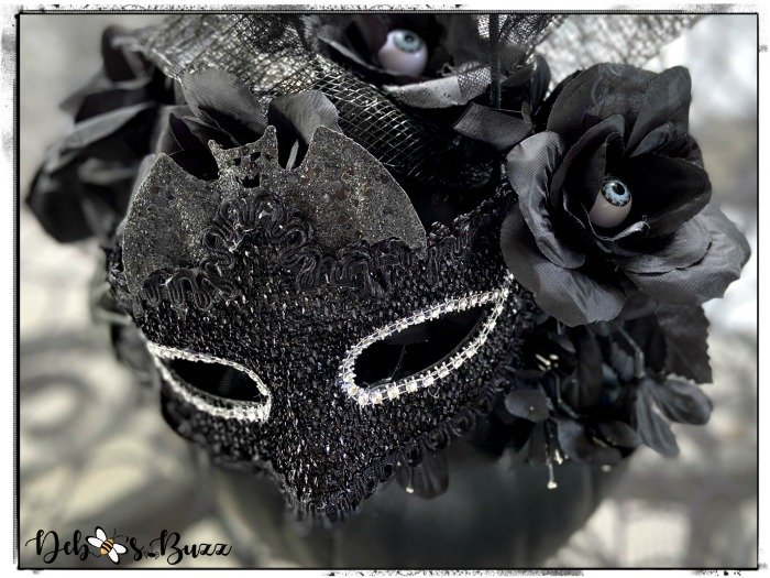 eyeball-roses-masked-black-pumpkin-decor