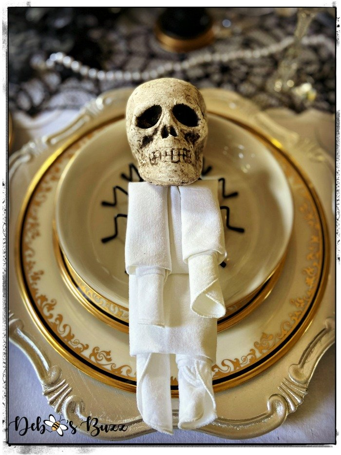 mummy-skeleton-napkin-fold