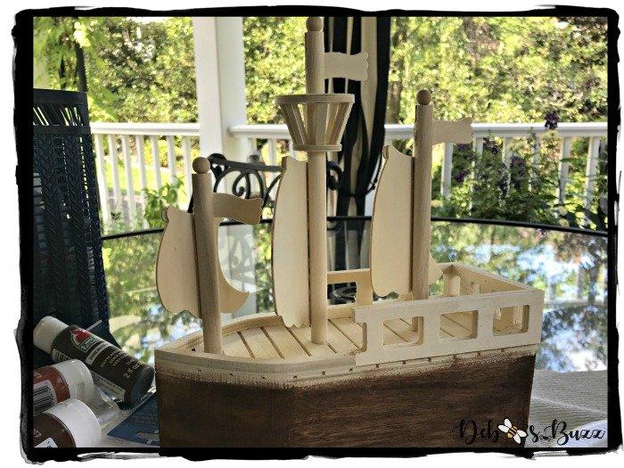 painting-pirate-ship-birdhouse