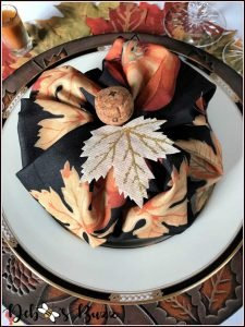 Pumpkin-vine-table-napkin-fold