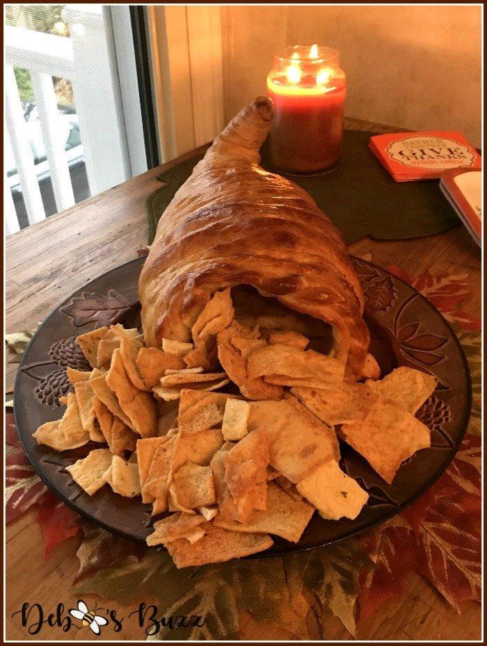 Thanksgiving-bread-cornucopia-cracker-basket