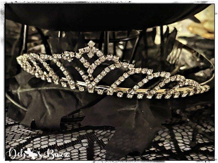 gothic-glam-halloween-table-diamond-tiara