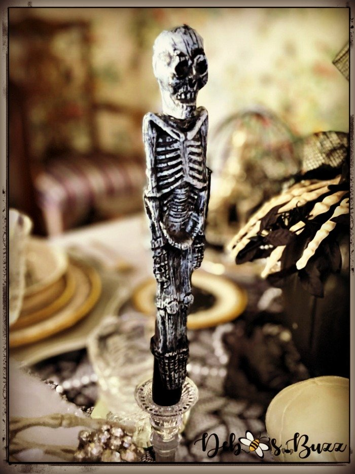 gothic-glam-halloween-table-skeleton-candlestick