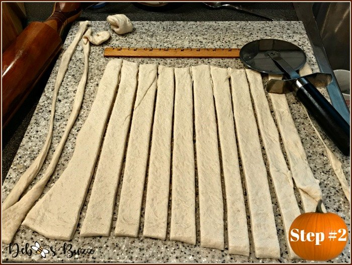thanksgiving-bread-cornucopia-cut-dough-strips
