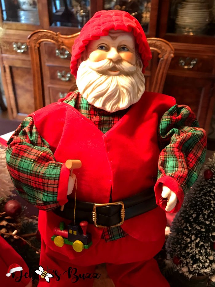 Santa-Claus-collection-porcelain-figure-musical