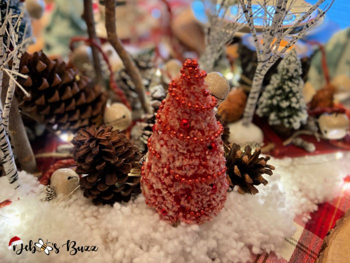 winter-woodland-tablescape-centerpiece-red-bottle-brush-tree