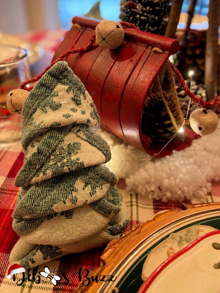 winter-woodland-tablescape-tree-shape-napkin