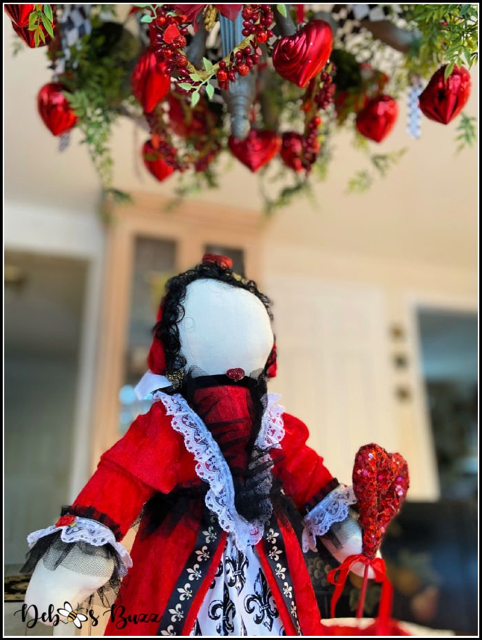 Valentines-day-Queen-of-Hearts-decorated-chandelier