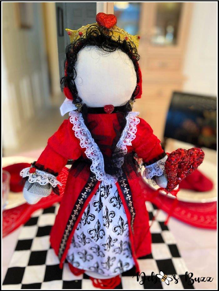 Valentines-day-centerpiece-Queen-of-Hearts