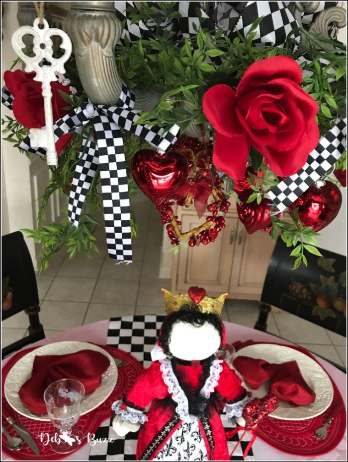 Valentines-day-decorated-chandelier-key