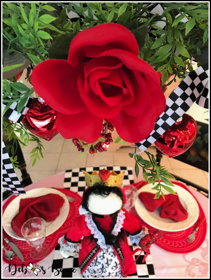 Valentines-day-red-roses-hearts-tablesetting