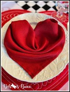 Valentines-day-sweetheart-table-heart-napkin-fold