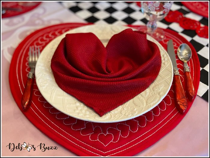 Valentines-day-sweetheart-table-place-setting
