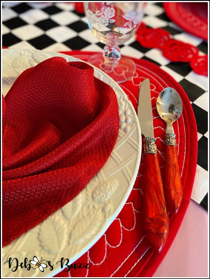 Valentines-day-sweetheart-table-red-handle-flatware