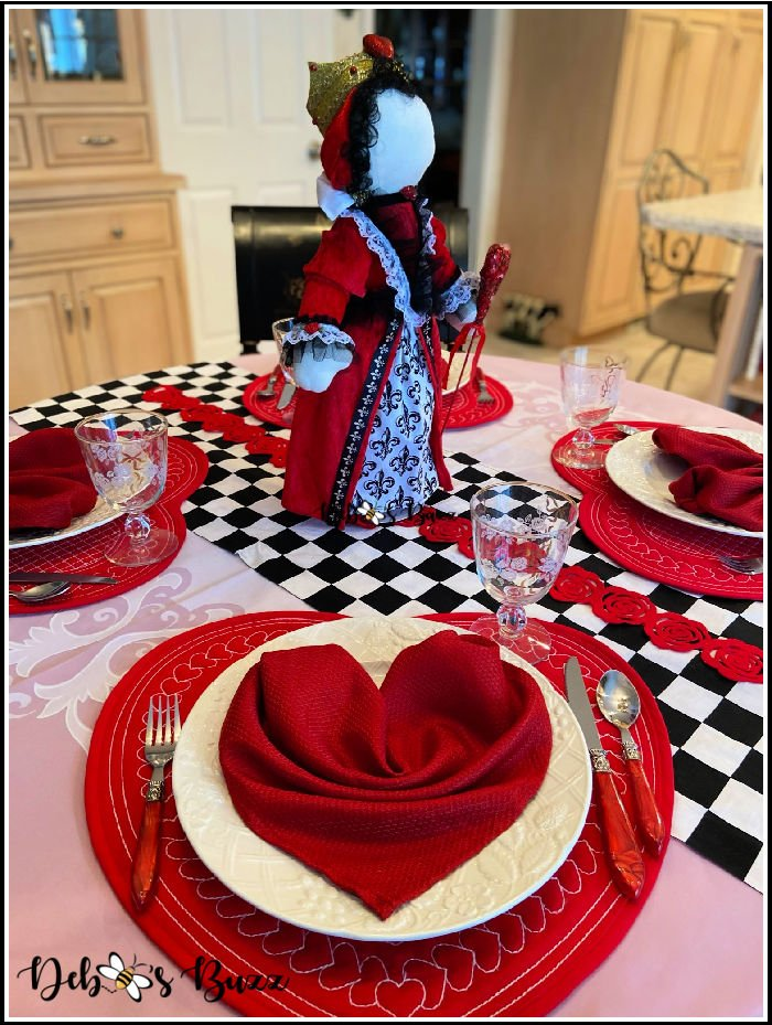 Valentines-day-sweetheart-table-setting