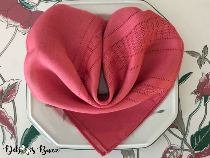 valentines-day-ideas-heart-shape-napkin-fold-2