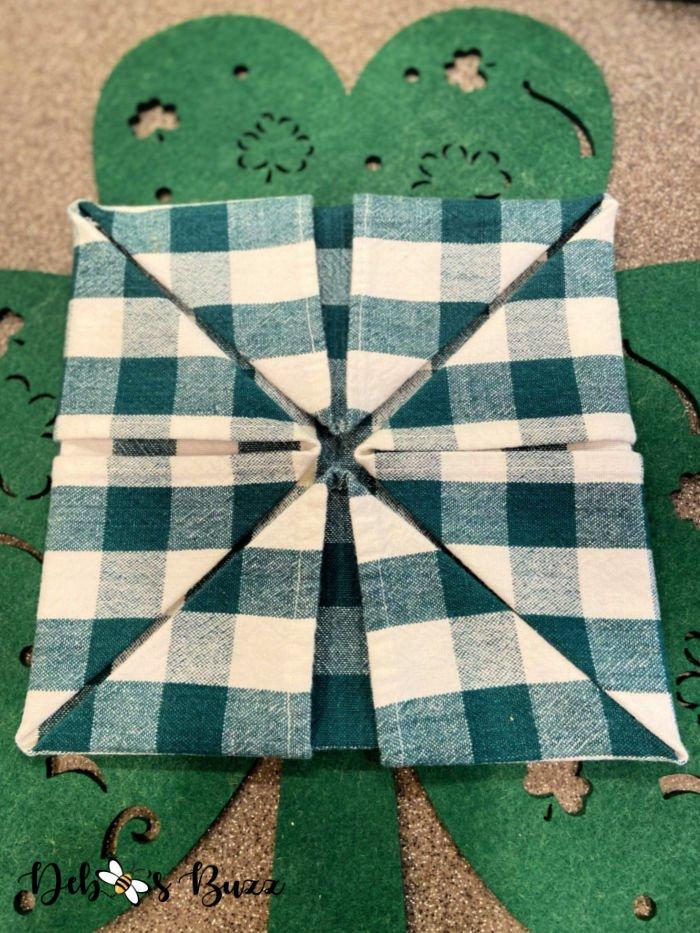 3-leaf-clover-napkin-fold-4