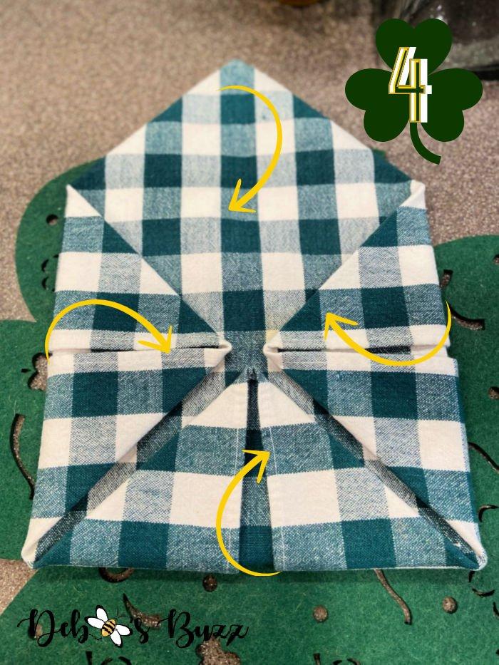 3-leaf-clover-napkin-fold-step-4