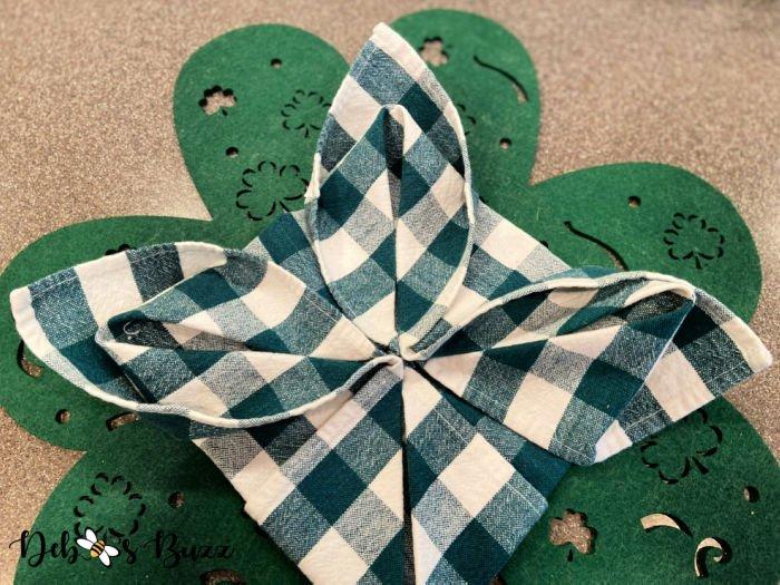 3-leaf-clover-napkin-fold-step-5-trio