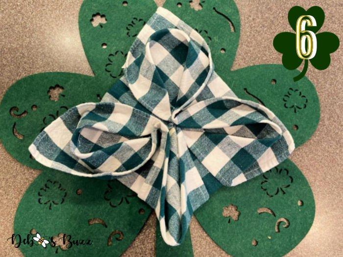 3-leaf-clover-napkin-fold-step-6