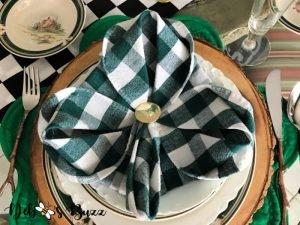 3-leaf-clover-shape-napkin-fold-St.-Patrick's-Day-table-setting