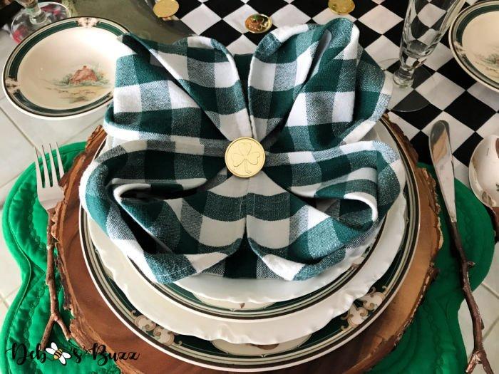 4-leaf-shamrock-napkin fold-St.-Patrick's-Day-table-setting