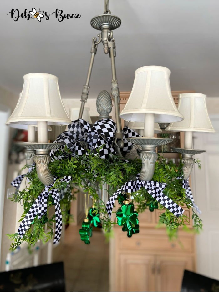 St.-Patrick's-Day-decor-chandelier