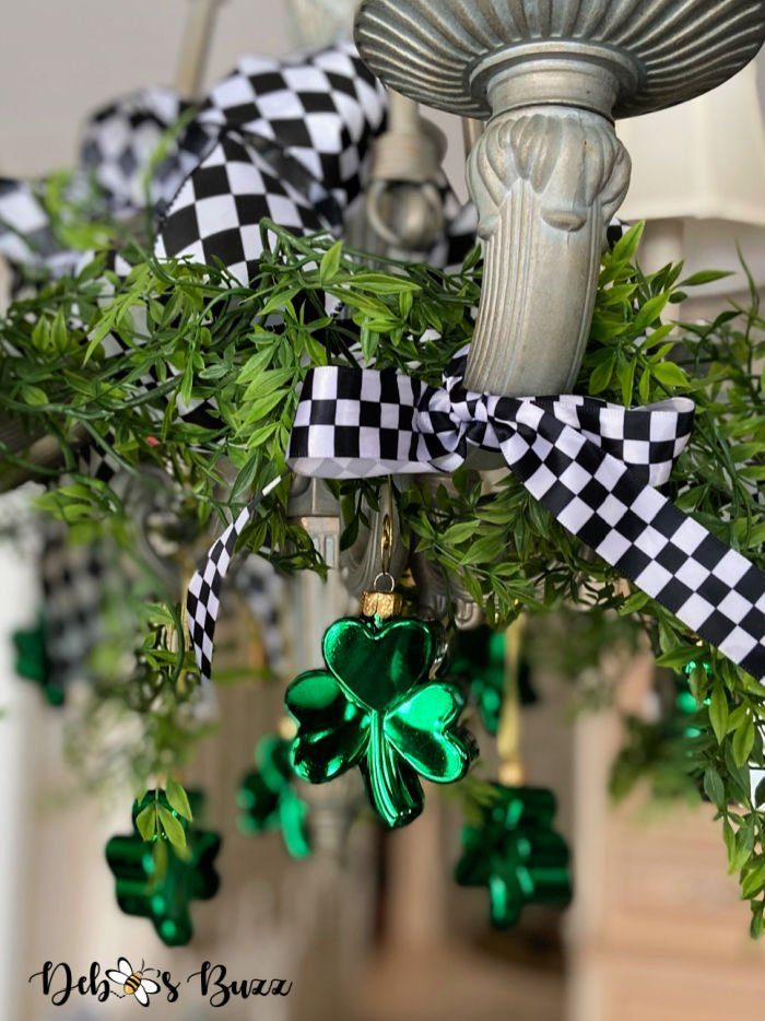 St.-Patrick's-Day-hanging-shamrock-ornaments
