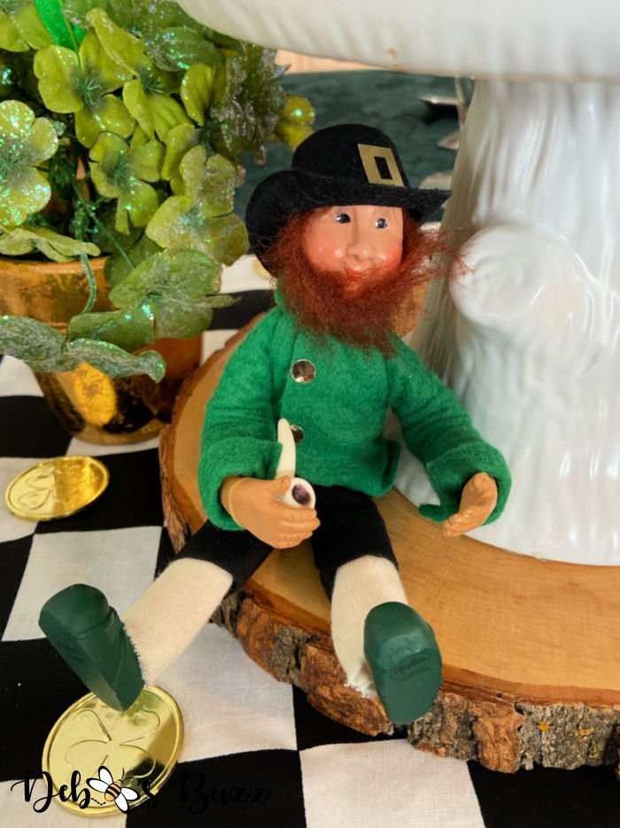 St.-Patrick's-day-centerpiece-Kindle-leprechaun-pipe