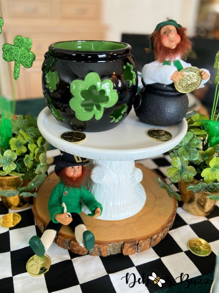 St.-Patrick's-Day-table-setting-centerpiece