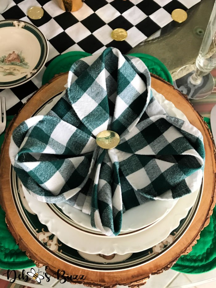St.-Patrick's-Day-table-setting-3-leaf-clover-napkin-fold