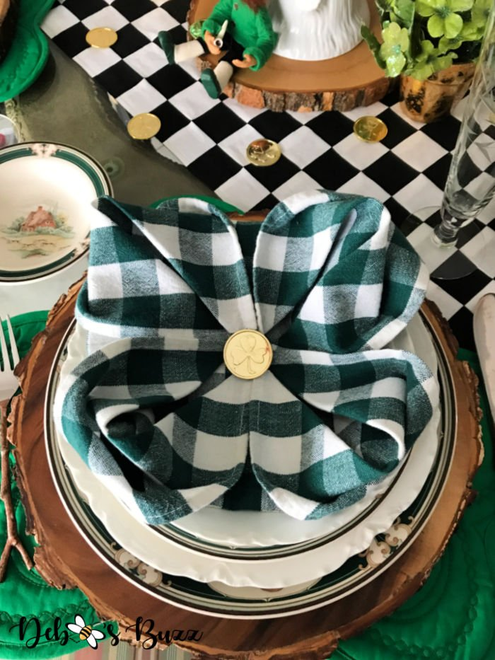 St.-Patrick's-Day-table-setting-shamrock-napkin-fold