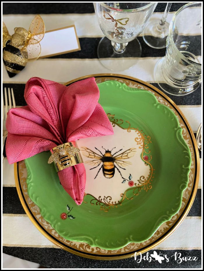 Anthropologie-scallop-edge-green-bee-plate