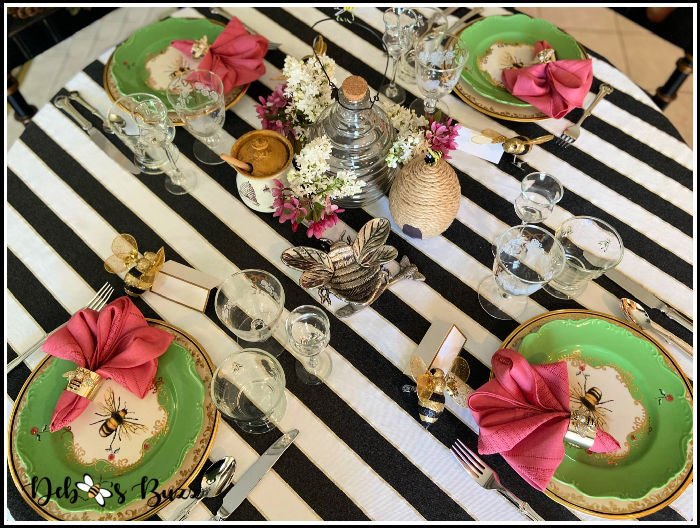 bee-theme-table-black-white-tablecloth
