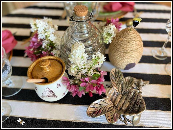 bee-theme-table-centerpiece-vignette