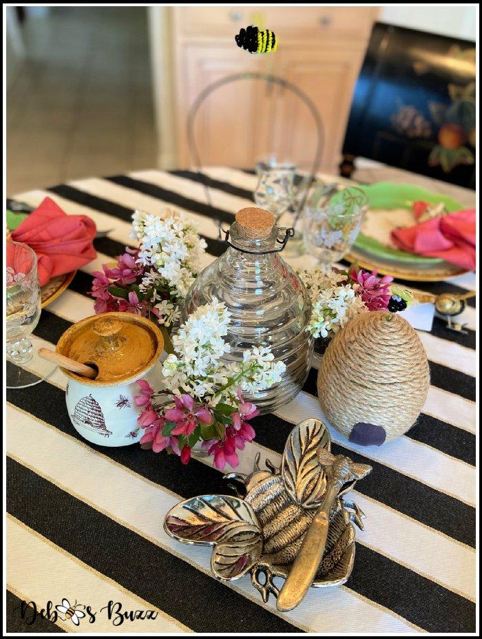 bee-theme-table-centerpiece