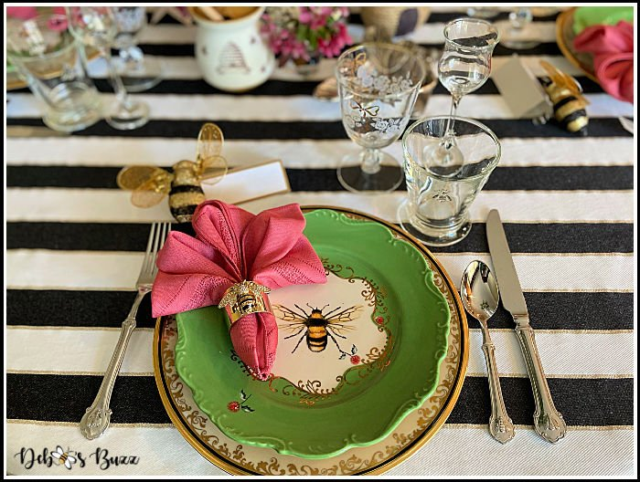 bee-theme-table-place-setting
