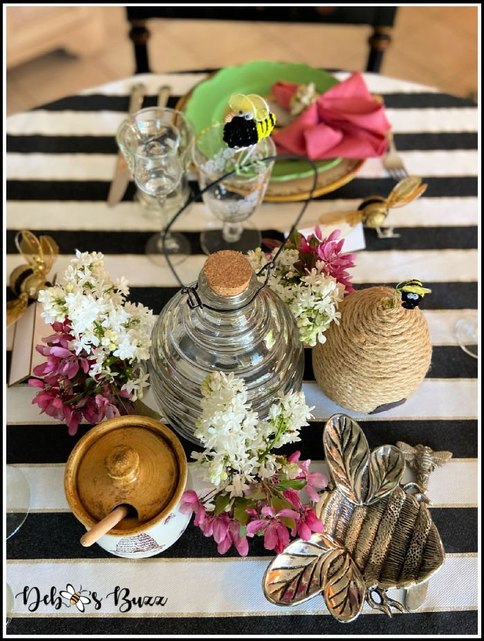 bee-theme-table-wasp-catcher-centerpiece