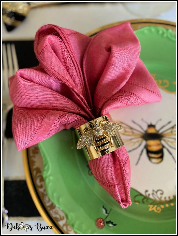fleur-de-lis-napkin-fold-bee-theme-table