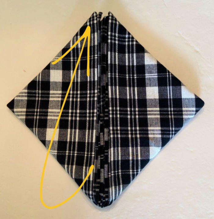 Bee-shape-napkin-fold-tutorial-step-3-diamond